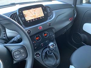 Navigatiescherm en climate control in Fiat 500 1.2 500S